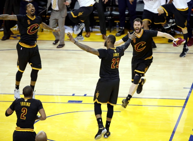 lebron-cavs-game-7-on-court-celebration_gpeiwt